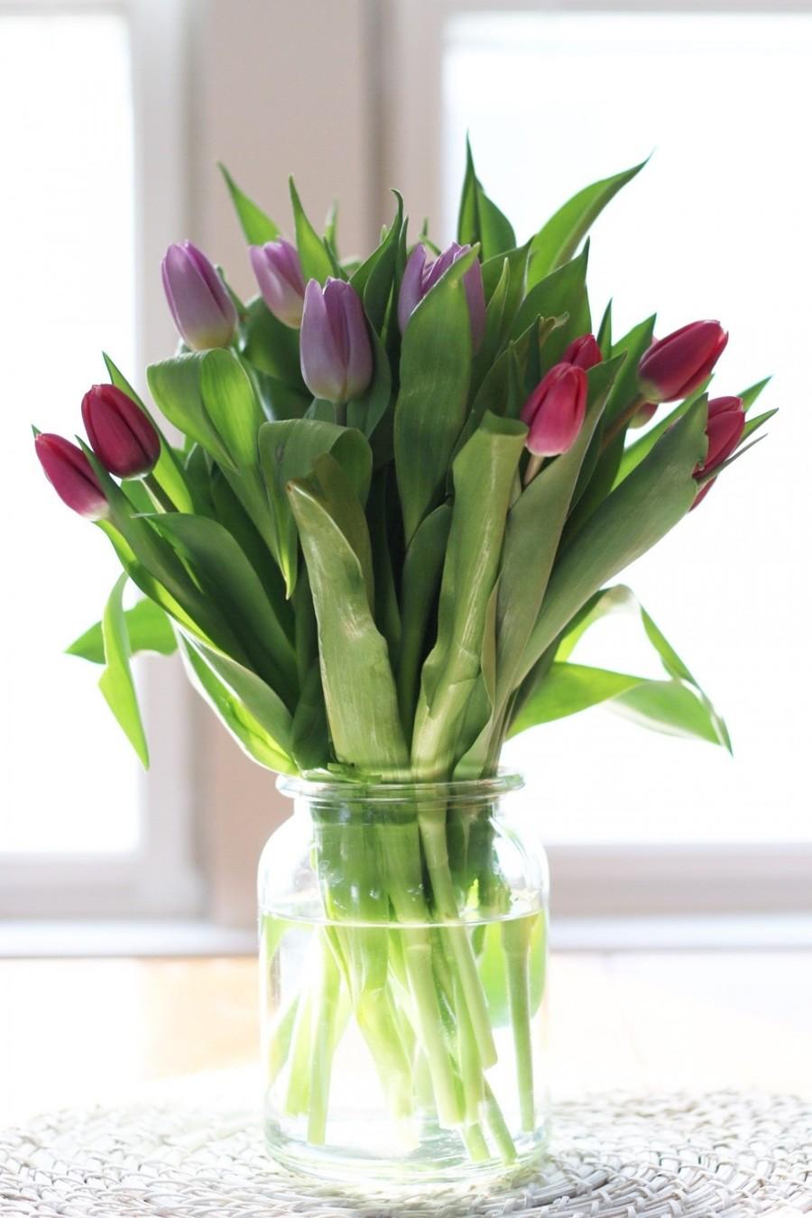 Květinová výzdoba z jednotlivých květin poslouží jako dárky pro hosty.