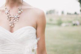 Svatební šaty pro malá prsa