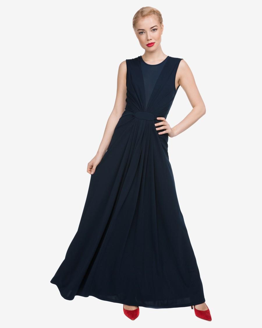 Dlouhé elastické temně modré šaty se síťovinou ve výstřihu a širokými ramínky.
