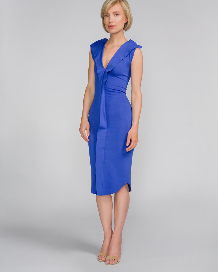 d2259bd6600 Modré šaty po kolena z elastickeho materialu s volanem kolem výstřihu.