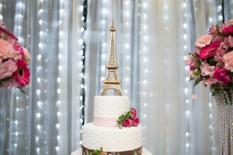 Pařížská svatba si zaslouží svatební dort s francouzským šarmem.
