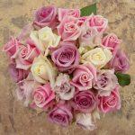 Různé tóny růží pro něžné nevěsty