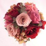 Pudrově růžová kytice ve vintage stylu