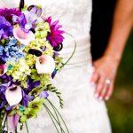 Různorodá fialová kytice