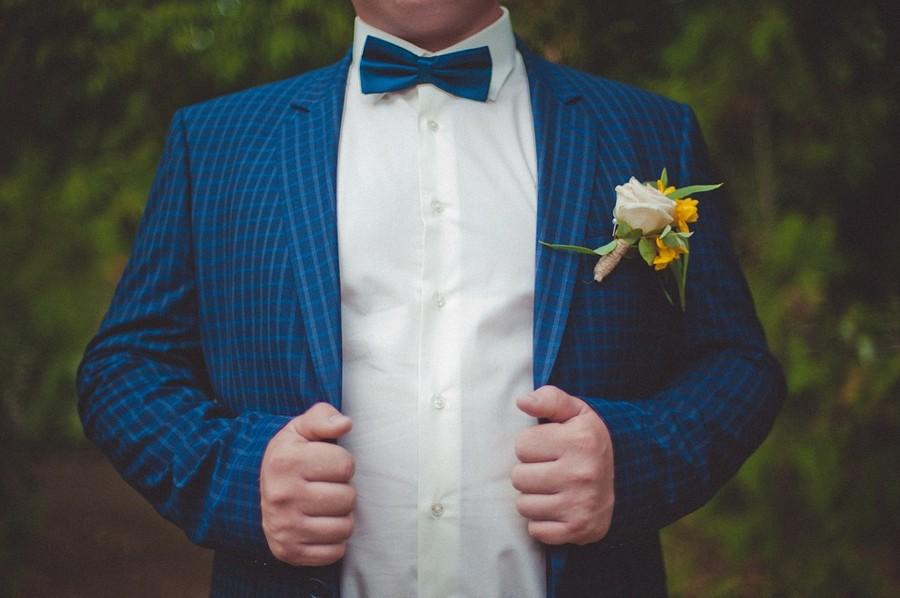 Zkontrolujte, jestli ženich oblek dopne a jestli ho netáhnou ramena.