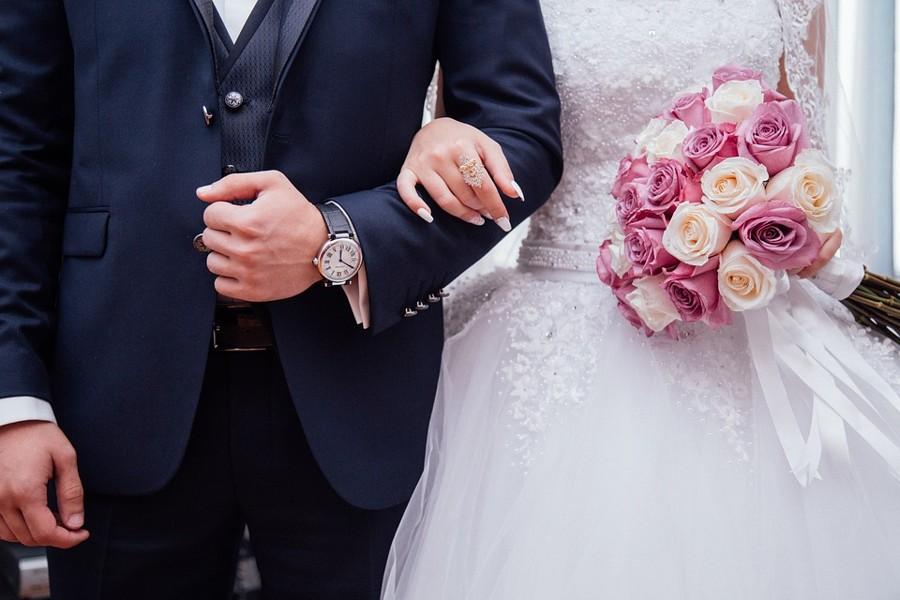 Kvalitu obleku poznáte na detailech jako je materiál, obšití knoflíků, zpracování podšívky a podobně.