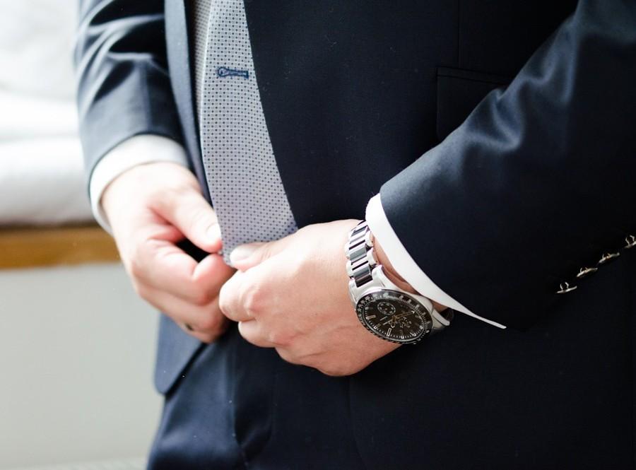 Pokud oblek plandá na břiše, zkuste slim fit střihy.