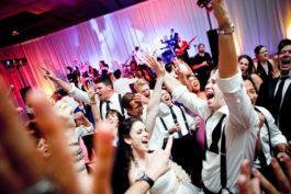 10 způsobů jak roztočit svatební party adostat hosty na parket