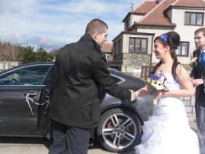 Lenka měla ve svatební den domluvené luxusní auto s řidičem