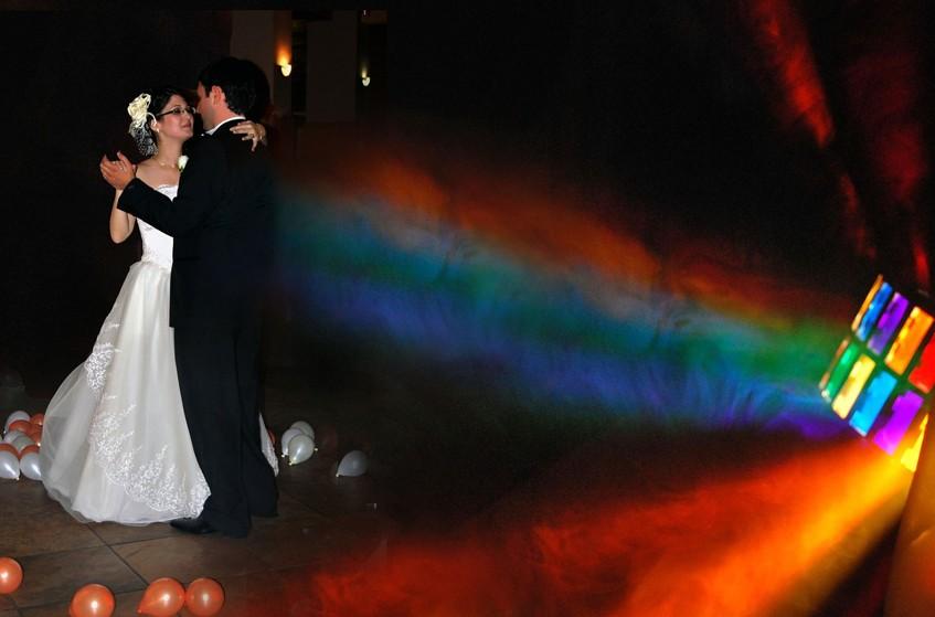 Zatančete si svůj novomanželský tanec v záři barevných reflektorů.