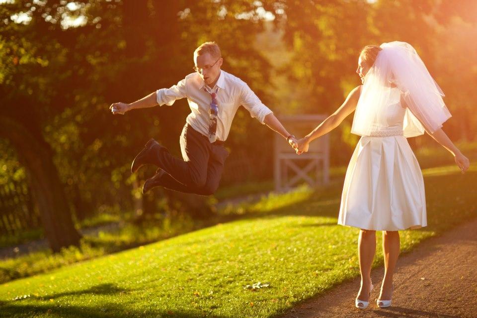 Focení novomaželů skončilo cestou do nemocnice, ale svatba přesto stála za to.