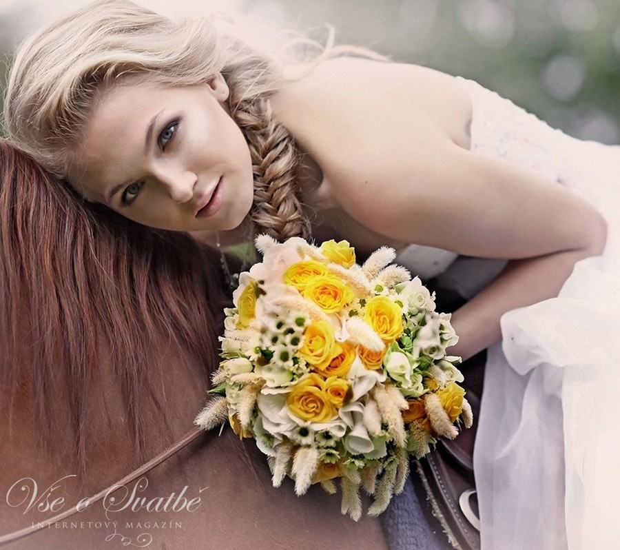 fotografie-nevesty-na-konskem-hrbete-jsou-u-svatby-na-ranci-povinnosti