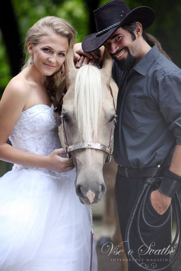 my-dva-a-kun-westernova-svatba-je-proste-pohodova-v-kazdem-ohledu