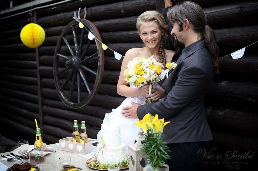 westernova-svatba-je-hlavne-o-prirodnich-materialech-jute-krajce-a-drevu