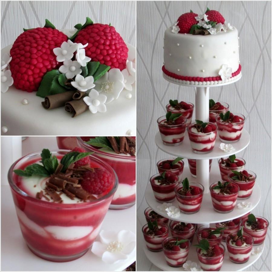 Jahodovo-vanilkový svatební dort.