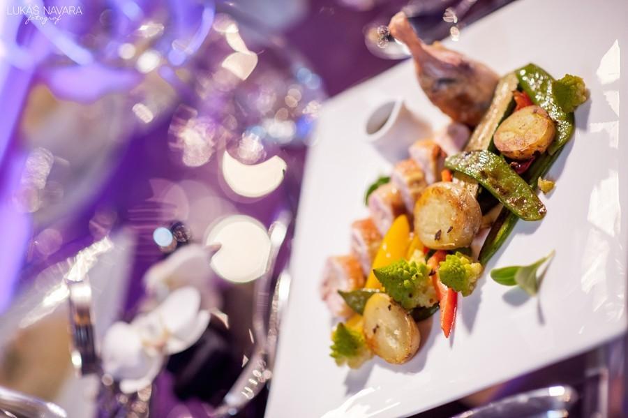 Grilovaná zelenina a vepřová panenka jako luxusní svatební oběd