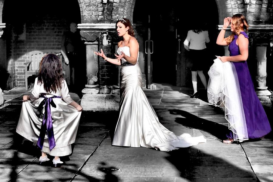 Nezapomeňte, že svatební koordinátorka může mít pod palcem pouze ty úkoly, které jí svěříte. Pokud neuděláte svoji část, vždy to závání problémy. Pokud víte, že nestíháte, nejlepším řešením je objednat si organizaci celé svatby na klíč.