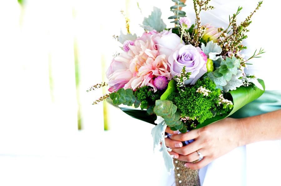Svatební květiny byste doma zvládla, ale chcete tím trávit svůj velký den?
