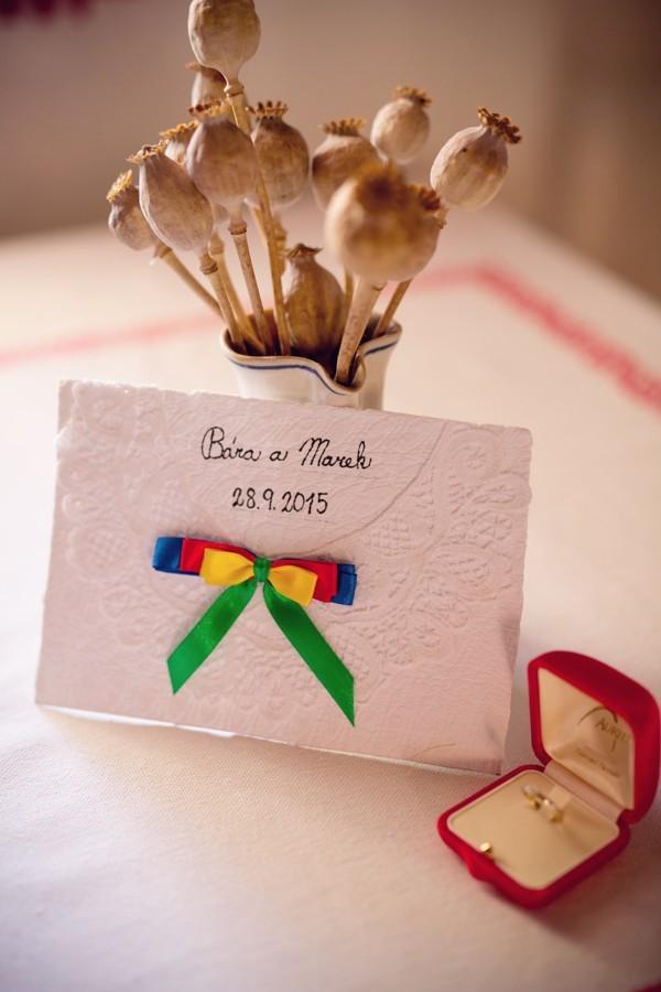 pozvanky-na-moravskou-svatbu-byly-rucne-vyrabene-a-rucne-psane