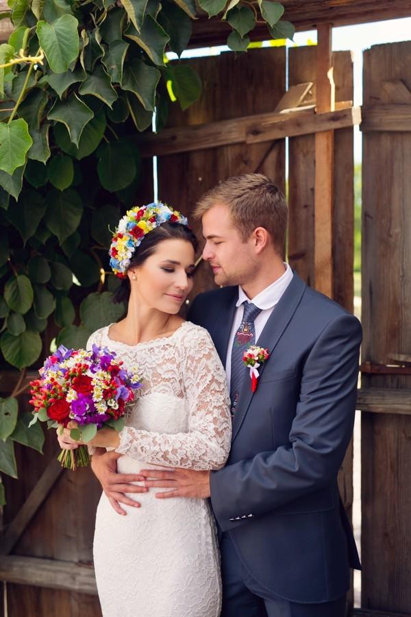 zenich-a-nevesta-vypadali-zamilovane-po-cely-svatebni-den