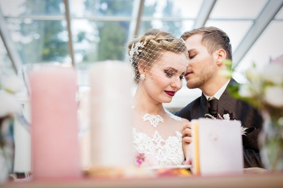 dekorace-svatebniho-stolu-se-svickami