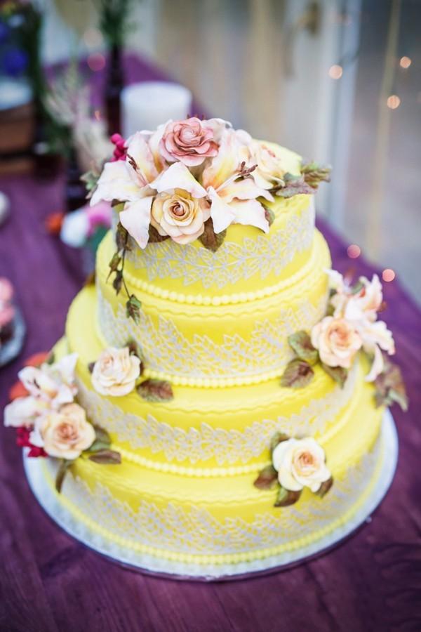 podzimni-svatebni-dort-kulaty-tripatrovy-zluty