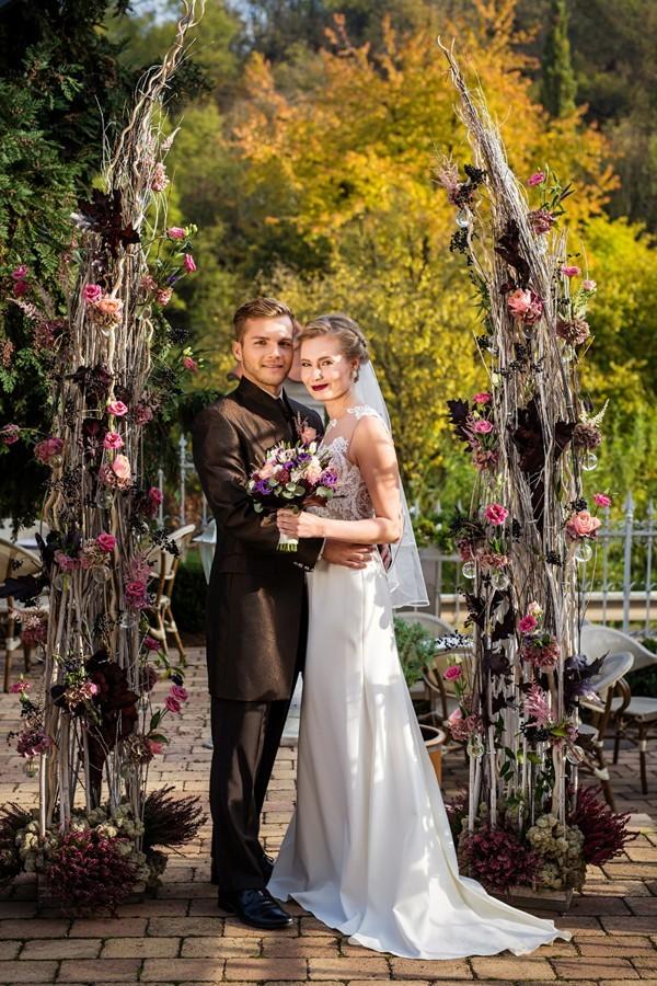 svatba-v-podzimnich-tonech-fialove-a-ruzove