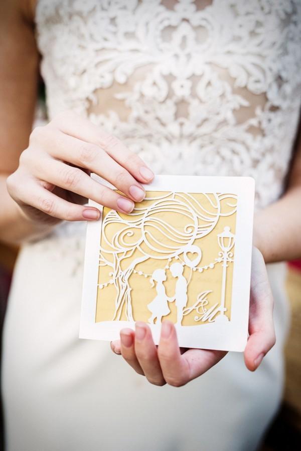 zlate-laserem-vyrezavane-svatebni-oznameni