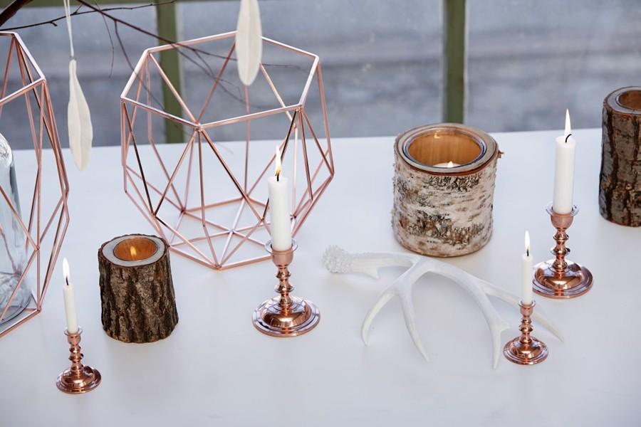 krasne-minimalisticke-svatebni-dekorace-v-moderni-medene-barve
