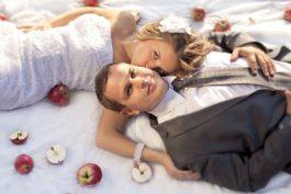 Halloweenská podzimní svatba vodstínech oranžové