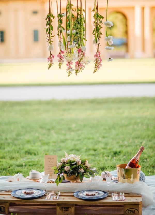 svatebni-picknick-misto-hostiny