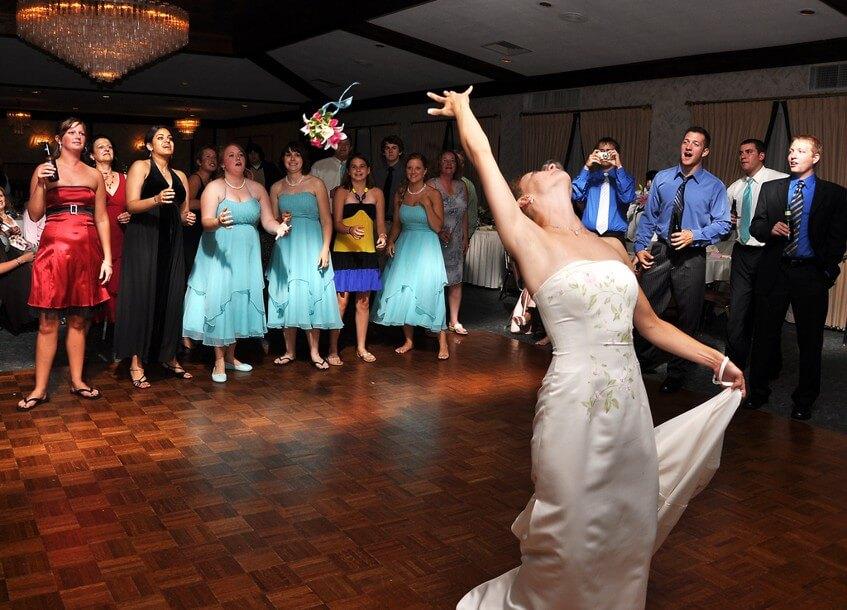 Svatební zábava by měla být alespoň minimálně naplánovaná, aby se hosté nenudili.