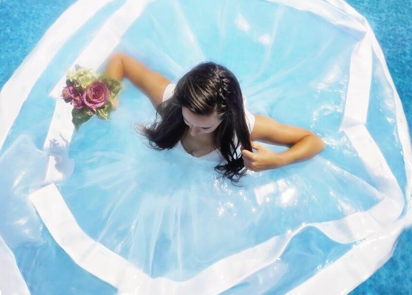 Některé nevěsty touží se vdát ve vodě nebo dokonce pod vodou.
