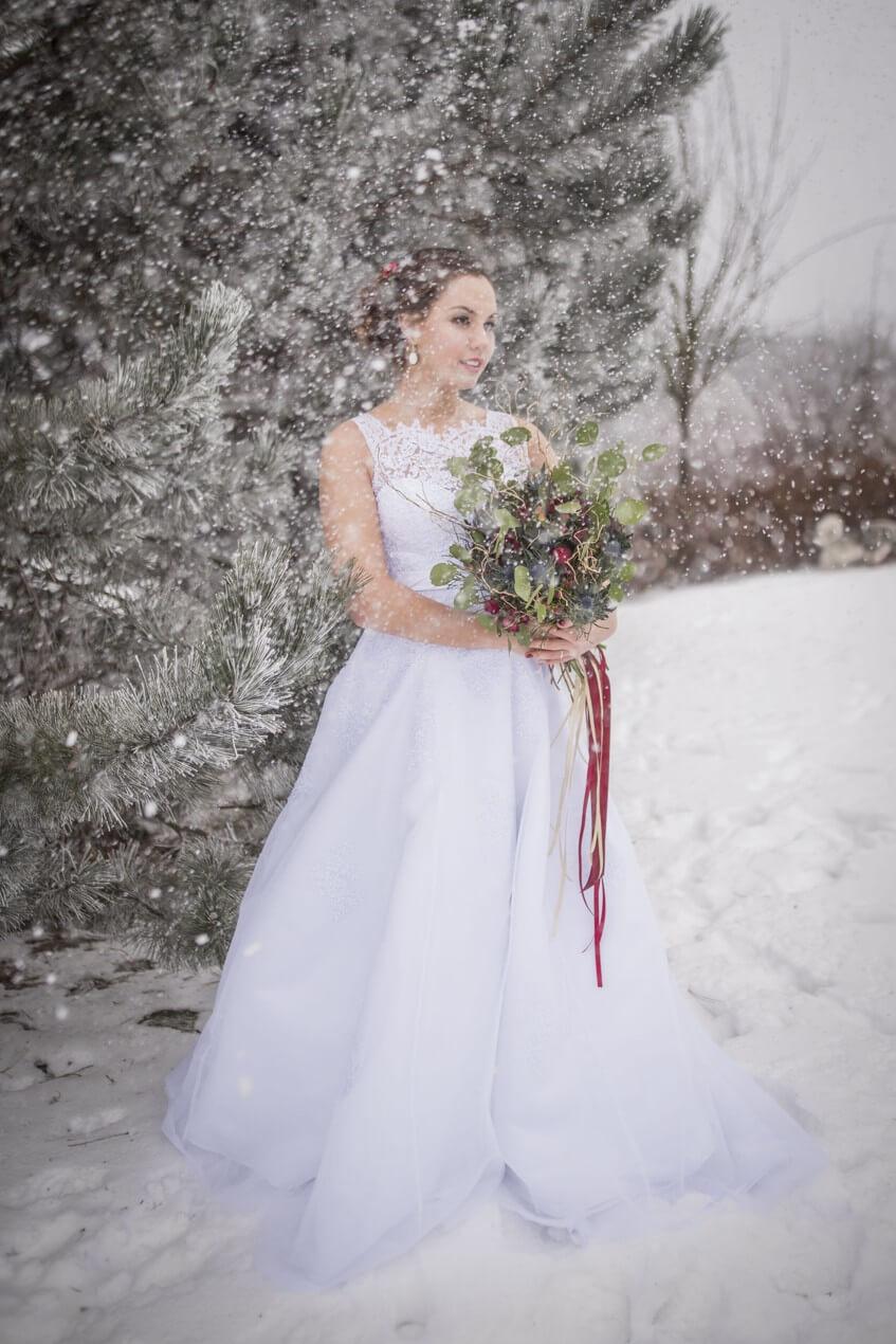 Zasněžené svatební fotografie.
