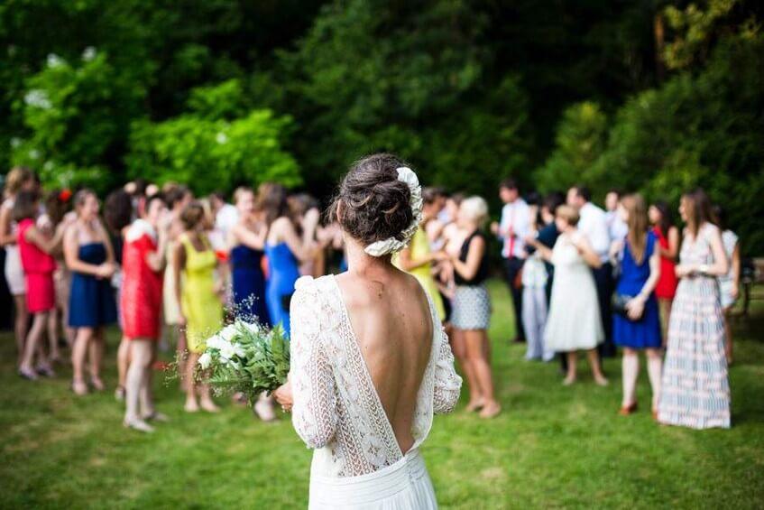 Napište zdvořilou poznámku na svatební web - děti nejsou zvané na svatbu.