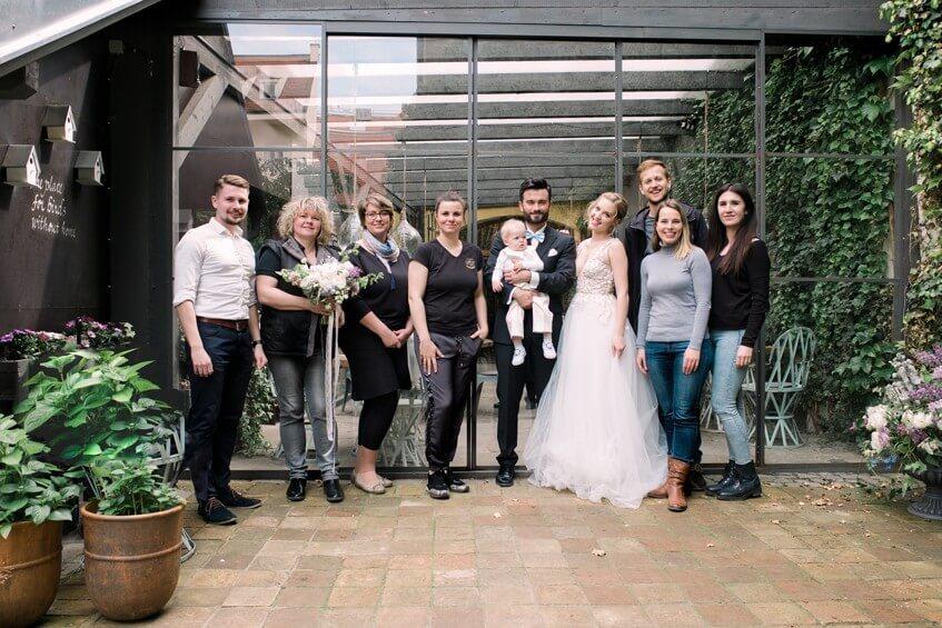 Celý tým svatebních dodavatelů pohromadě.