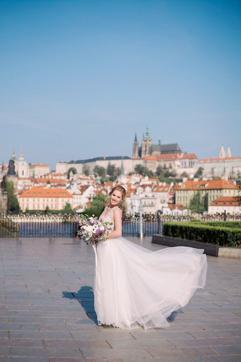 Letní svatba v centru Prahy.