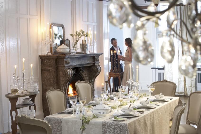 Svatební hostina vyžaduje stolování na úrovni.