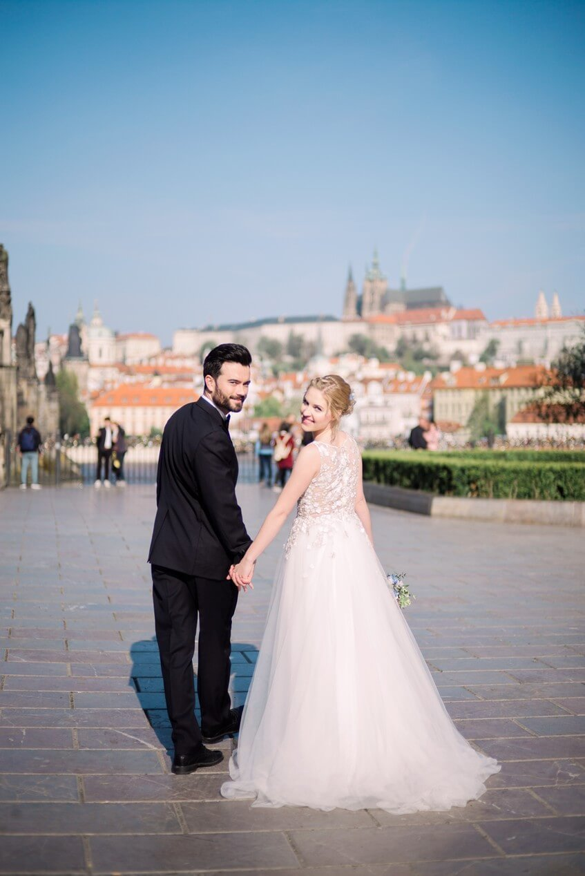 Svatební den s výhledem na Pražský hrad.