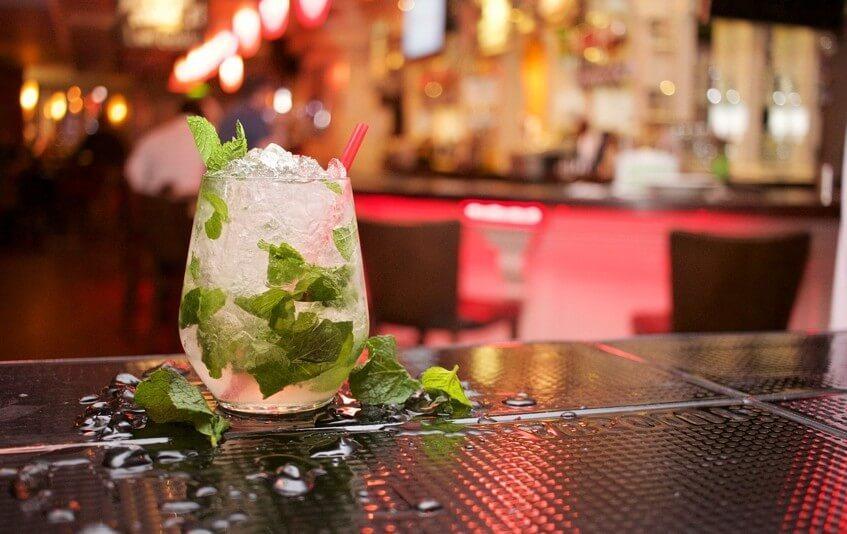 Připravte si domácí Mochito v alkoholické nebo virgin variantě.