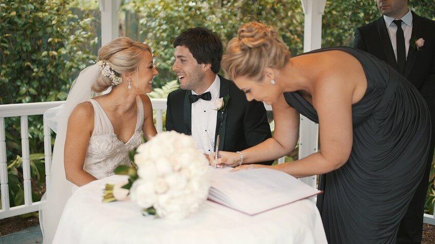 Svatba na matrice nebo na místě určeném matrikou.