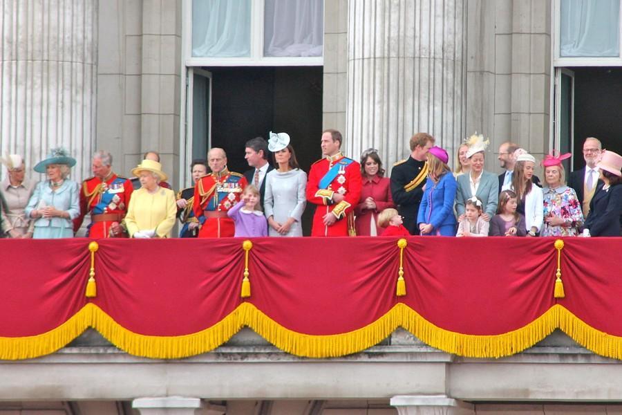 Pozváku na svatbu dostala celá královská rodina.