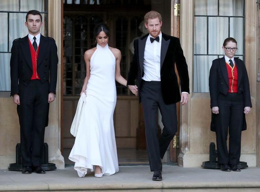Nektěří kritizovali nepadnoucí šaty Meghan Markle