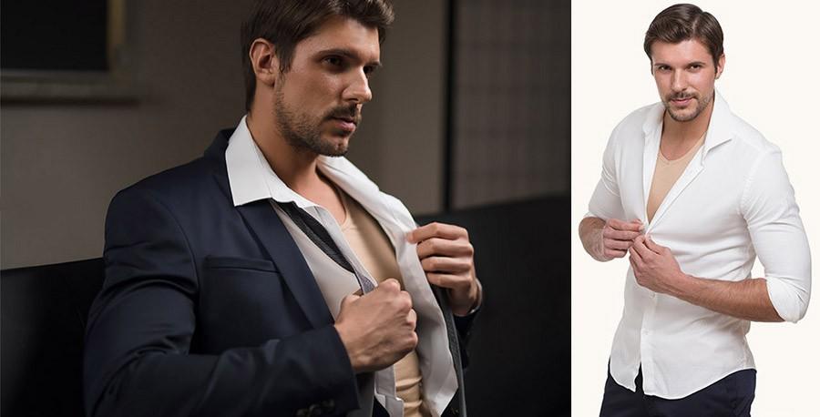 Ženich s praktickým tělolým tričkem pod bílou košilí. Tip na dárek.