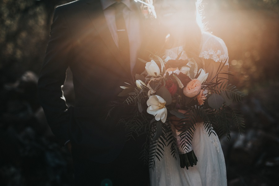 Hlavním úkolem svědka na svatbě je být oporou ženichovi a nevěstě