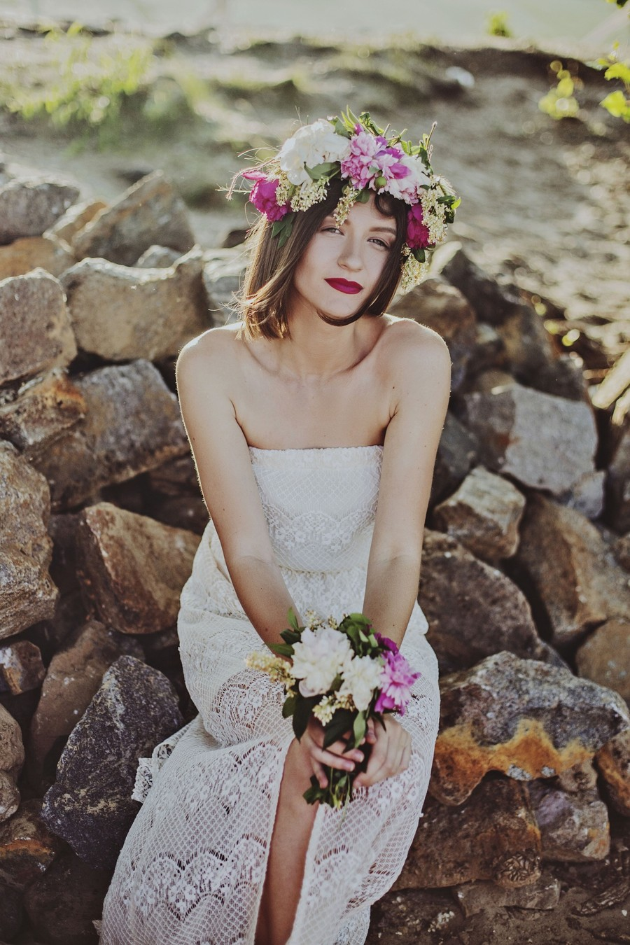 Bohémské svatební šaty jsou pohodlné, cenově přijatelné a sexy.