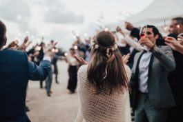 Jak na svatbě zdvořile požádat hosty opříspěvek? Známe pár způsobů!